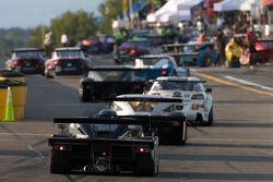 La Chevrolet Crawford de Rob Finlay et Andy Wallace rentre dans la pitlane