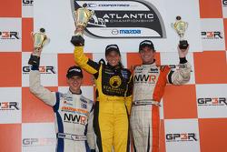 Podium: race winner Simona De Silvestro, Team Stargate Worlds, second place John Edwards, Newman Wachs Racing, third place Jonathan Summerton, Newman Wachs Racing