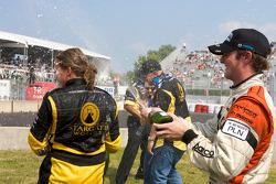 Podium: race winner Simona De Silvestro, Team Stargate Worlds, gets a champagne shower from Jonathan Summerton, Newman Wachs Racing