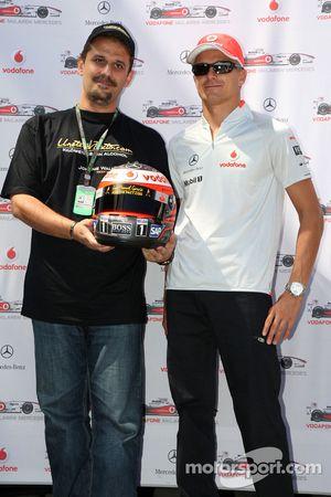 Heikki Kovalainen, McLaren Mercedes, helmets have the name of Johnny Walker prize winners