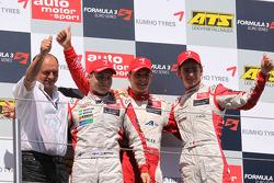 Podio: ganador de la carrera Jules Bianchi, ART Grand Prix Dallara F308 Mercedes, el segundo lugar Valtteri Bottas, ART Grand Prix Dallara F308 Mercedes, el tercer lugar a Esteban Gutiérrez, ART Grand Prix Dallara F308 Mercedes