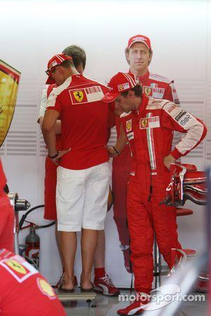 Михаэль Шумахер, Scuderia Ferrari на взвешивании с Лукой Бадоером, Scuderia Ferrari