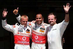Ganador de la pole Lewis Hamilton, McLaren Mercedes, segundo lugar Heikki Kovalainen, McLaren Merced