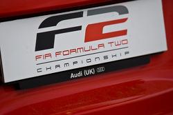 Le logo F2 sur une voiture de sécurité