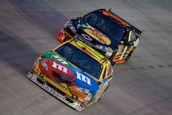 Kyle Busch, Joe Gibbs Racing Toyota, Martin Truex Jr., Earnhardt Ganassi Racing Chevrolet