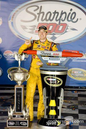 Victory lane: race winner Kyle Busch, Joe Gibbs Racing Toyota