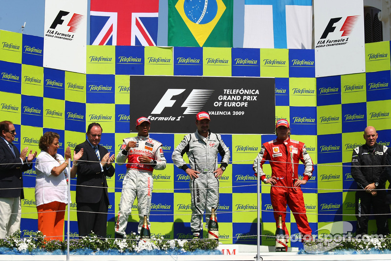 Podium: race winner Rubens Barrichello, BrawnGP, second place Lewis Hamilton, McLaren Mercedes, thir