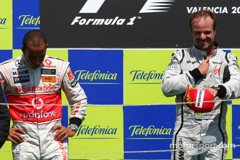 Podium: race winner Rubens Barrichello, BrawnGP, second place Lewis Hamilton, McLaren Mercedes
