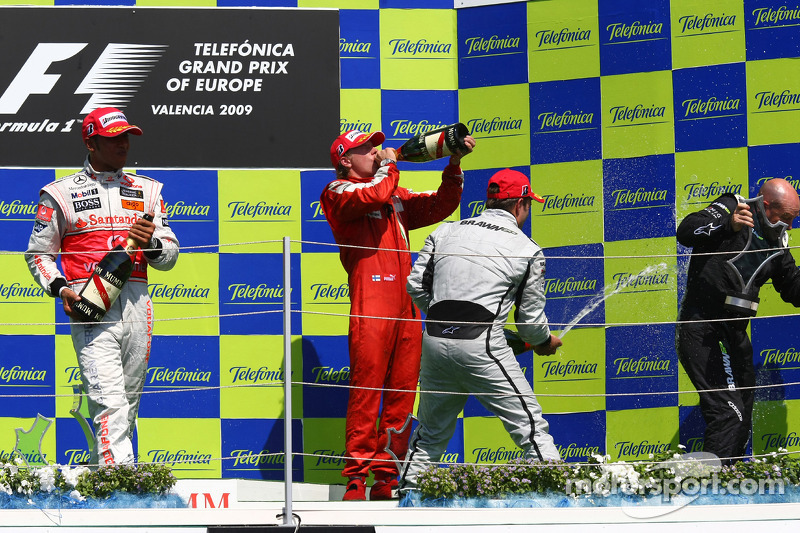 2009. Валенсія. Подіум: 1. Рубенс Баррікелло, Brawn-Mercedes. 2. Льюіс Хемілтон, McLaren-Mercedes. 3. Кімі Райкконен, Ferrari