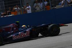 Jaime Alguersuari, Scuderia Toro Rosso a perdu son aileron avant