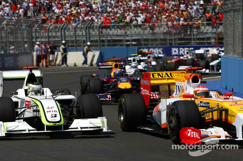 Jenson Button, Brawn GP et Fernando Alonso, Renault F1 Team