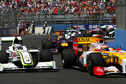 Jenson Button, Brawn GP et Fernando Alonso, Renault F1 Team