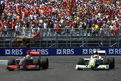 Lewis Hamilton, McLaren Mercedes e Rubens Barrichello, Brawn GP