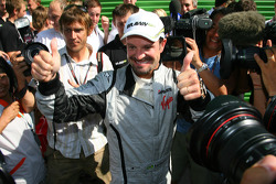 Race winner Rubens Barrichello, BrawnGP celebrates with his team