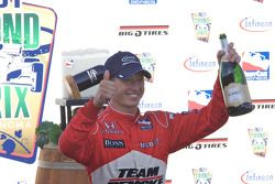 Podium: Ryan Briscoe, Team Penske celebrates with champagne
