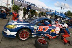 Arrêt au stand pour le #57 Stevenson Motorsports Pontiac GXP.R: Andrew Davis, Robin Liddell