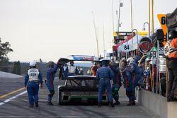 #59 Brumos Racing Porsche Riley: Joao Barbosa, JC France dans les stands