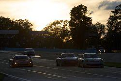 #87 Farnbacher Loles Racing Porsche GT3: Leh Keen, Dirk Werner en tête du groupe de voitures
