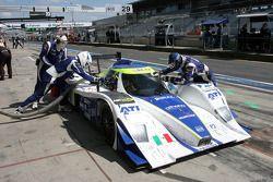 Arrêt au stand pour le #29 Racing Box Lola B08/80 Coupe - Judd: Filippo Francioni, Andrea Ceccato, G