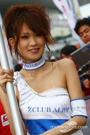 Jeune femme Club alii