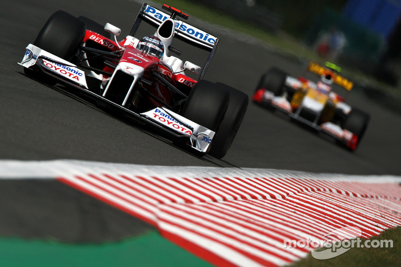 Вместе с ним место на первом ряду занял пилот Toyota Ярно Трулли – известный мастер квалификаций