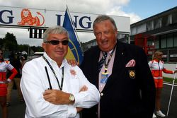 A gauche, Roland Bruynseraede, directeur de course DTM, à droite, Yves Bacquelaine, FIA