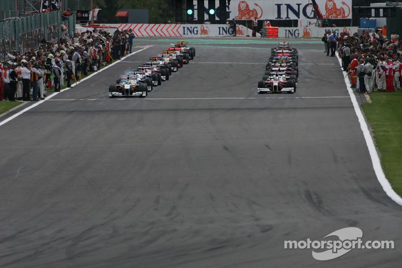 В целом стартовая решетка выглядела удивительно, что обещало неожиданные результаты в гонке