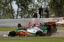 Accident Adrian Sutil, Force India F1 Team, Jaime Alguersuari, Scuderia Toro Ross, Lewis Hamilton, McLaren Mercedes, Romain Grosjean, Renault F1 Team