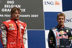 Podium: Sieger Kimi Räikkönen mit Sebastian Vettel