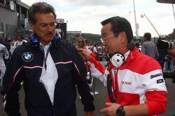 Dr. Mario Theissen, BMW Sauber F1 Team, et Tadashi Yamashina,