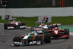 Giancarlo Fisichella, Force India F1 Team, VJM-02 et Kimi Raikkonen, Scuderia Ferrari