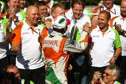 Force India Team, Giancarlo Fisichella, and Vijay Mallya célèbrent le podium