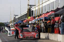 Pitlane ambiance before qualifying