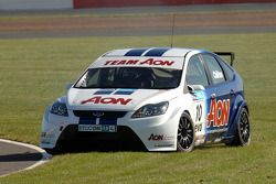 Tom Chilton recovers from a spin