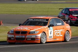 Colin Turkington leads Dave Pinkney