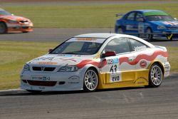 Martin Johnson leads James Nash and RAC BMW