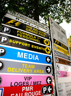 Sign for Support paddock and F1 paddock
