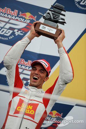 Подиум: второе место - Алекс де Анжелис, San Carlo Honda Gresini