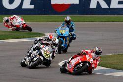 Мика Каллио, Ducati Marlboro Team, и Рэнди де Пюнье, LCR Honda MotoGP