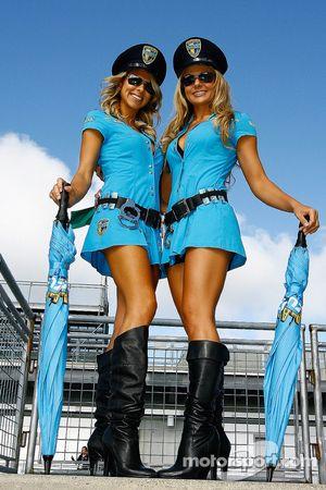 Девушки команды Rizla Suzuki MotoGP