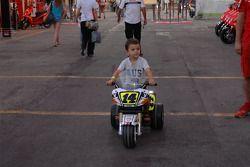 Un joven fan de Randy De Puniet, LCR Honda MotoGP