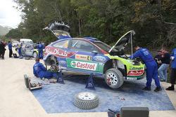 Сервисная зона команды BP Ford Abu Dhabi World Rally Team