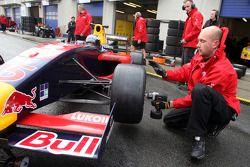 Mikhail Aleshin changes onto slicks during qualifying