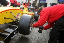 German Sanchez changes onto slick tyres during qualifying