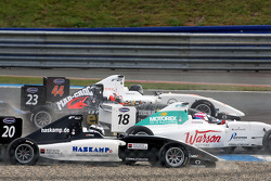 Henri Karjalainen, Natacha Gachnang et Jens Hoing involved lors de l'accident du départ