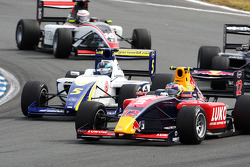 Robert Wickens leads Alex Brundle