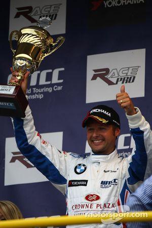 2nd place Andy Priaulx, BMW Team UK, BMW 320si