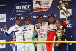 Andy Priaulx, BMW Team UK, BMW 320si with 1st place Augusto Farfus, BMW Team Germany, BMW 320si, 3rd