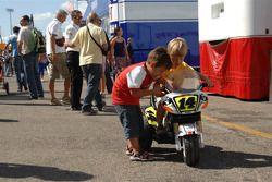 Jóvenes fanáticos de Randy De Puniet, LCR Honda MotoGP