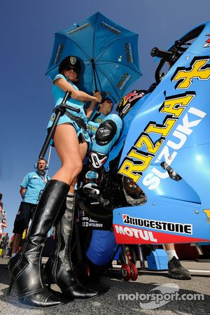 Una chica de Rizla Suzuki MotoGP